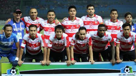Skuat Madura United saat menghadapi Bhayangkara FC. - INDOSPORT