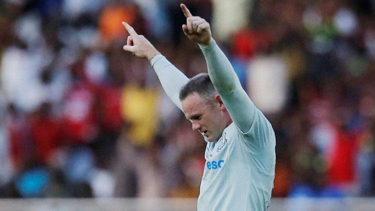 Wayne Rooney selebrasi usai cetak gol dari jarak jauh. Copyright: dailymail.co.uk