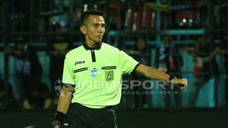 Nusur Fadilah, salah satu wasit di Liga 1 asal Bekasi yang dianggap merugikan Madura United saat bertandang ke markas Borneo FC. - INDOSPORT