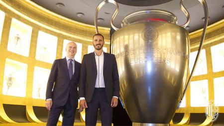 Bonucci saat di markas Milan untuk selesaikan proses transfer. - INDOSPORT
