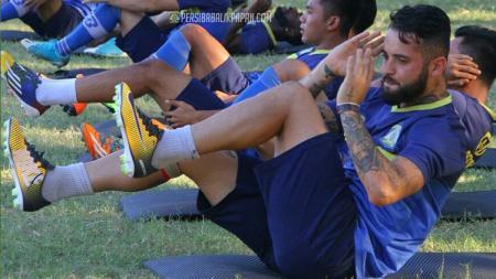 Skuat Persiba Balikpapan jalani latihan jelang laga lawan Madura United. - INDOSPORT