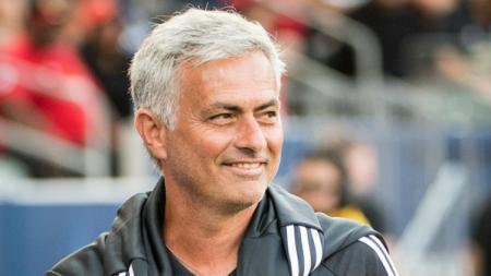 Jose Mourinho bisa saja mendapat berkah dari hubungan kurang harmonis Zinedine Zidane dan Florentino Perez di Real Madrid. Shaun Clark/Getty Images. - INDOSPORT