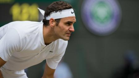 Roger Federer gagal melangkah ke final Wimbledon 2018. - INDOSPORT