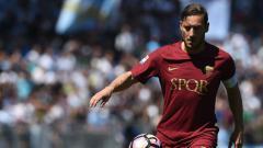 Indosport - Legenda AS Roma, Francesco Totti, yakin dirinya layak dihargai mahal jika saat ini masih aktif sebagai pemain. FILIPPO MONTEFORTE/AFP/Getty Images.