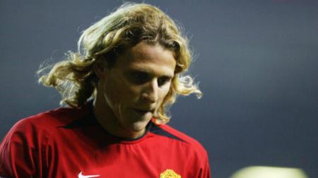 Diego Forlan saat bermain untuk Manchester United. - INDOSPORT