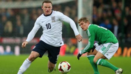 Rooney dan Kroos saat membela Timnas masing-masing. - INDOSPORT
