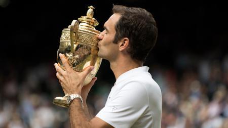 Roger Federer berhasil meraih gelar juara Wimbledon. - INDOSPORT