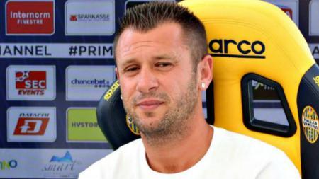 Pemain anyar Hellas Verona, Antonio Cassano membatalkan keputusannya untuk pensiun. - INDOSPORT