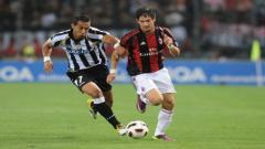 Indosport - Alexandre Pato saat membela AC Milan.