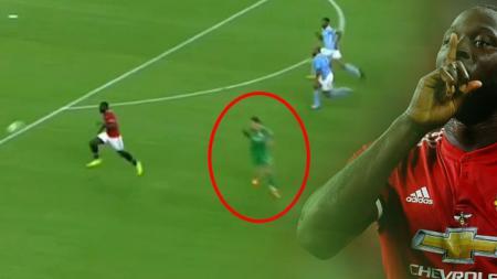 Ederson Moraes melakukan blunder dalam laga melawan Manchester United. - INDOSPORT