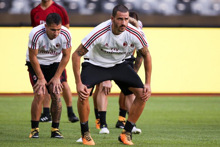 Leonardo Bonucci saat latihan bersama AC Milan. Copyright: INDOSPORT