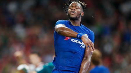 Pelatih Chelsea, Frank Lampard, kabarnya akan memainkan striker 'buangan' mereka, Michy Batshuayi, agar klub tersebut lebih bisa kompetitif musim ini. - INDOSPORT