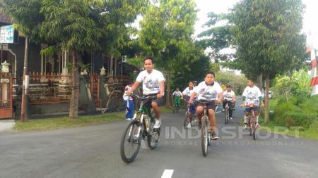 Gowes Pesona Nusantara oleh Bupati Klungkung I Nyoman Suwirta. - INDOSPORT