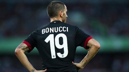 Leonardo Bonucci memakai nomor punggung 19 di AC Milan. - INDOSPORT