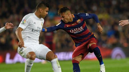 Casemiro dan Neymar ketika membela timnya masing-masing. - INDOSPORT