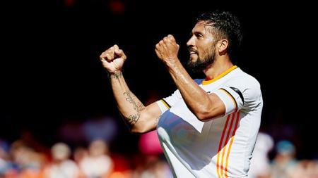 Bintang klub LaLiga Spanyol Valencia, Ezequiel Garay, dinyatakan positif virus corona dan ternyata pernah satu tim dengan eks Borneo FC. - INDOSPORT