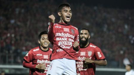 Selebrasi penyerang Bali United, Miftahul Hamdi, dalam pertandingan Liga 1. - INDOSPORT