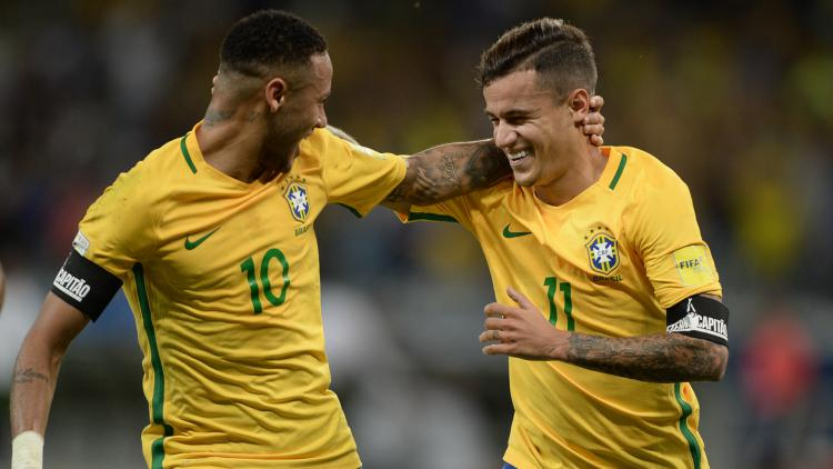 Coutinho dan Neymar kala membela Timnas Brasil. Copyright: Getty Images