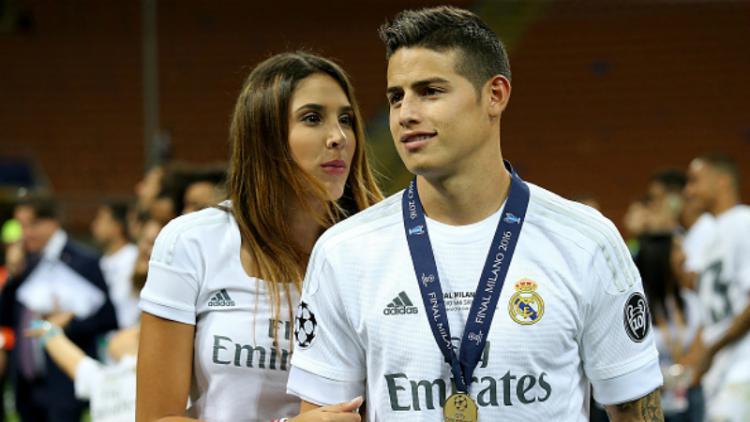 James Rodriguez (kanan) saat masih berseragam Real Madrid bersama dengan Daniela Ospina. Copyright: INDOSPORT