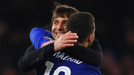 Eden Hazard dan Antonio Conte selebrasi pada laga Piala FA Cup. - INDOSPORT