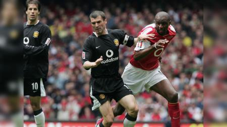 Roy Keane vs Patrick Vieira ketika berduel di Highbury. - INDOSPORT