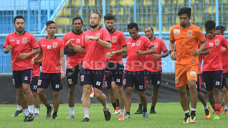 Ponaryo Astaman dan kawan-kawan Borneo FC jalani latihan jelang laga lawan Arema FC. Copyright: Ian Setiawan/INDOSPORT
