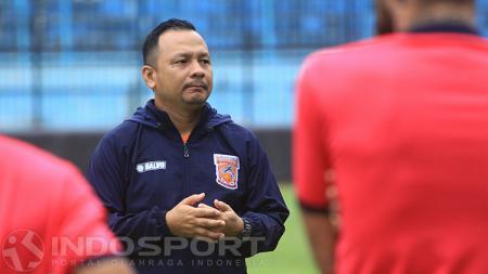 Pelatih Sulut United, Ricky Nelson. - INDOSPORT