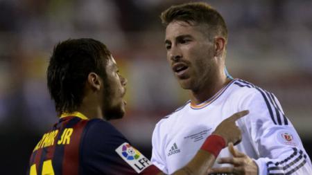 Neymar melontarkan pujian setinggi langit untuk Sergio Ramos yang membuat namanya dikaitkan akan berlabuh ke Real Madrid. - INDOSPORT