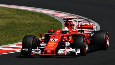 Sebastian Vettel saat berada di lintasan balap. - INDOSPORT