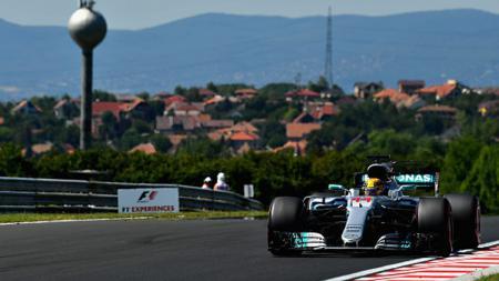 Lewis Hamilton harus puas menempati urutan keempat di GP F1 Hungaria 2017. - INDOSPORT