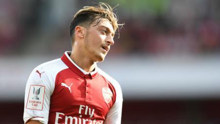 Kontrak Mesut Ozil bersama Arsenal akan habis pada musim panas 2018. - INDOSPORT