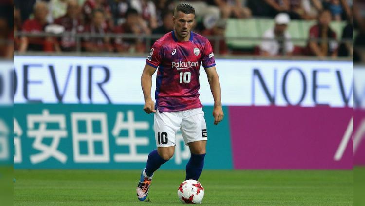 Lukas Podolski saat debut bersama Vissel Kobe. Copyright: Twitter/@SoccerKingJP
