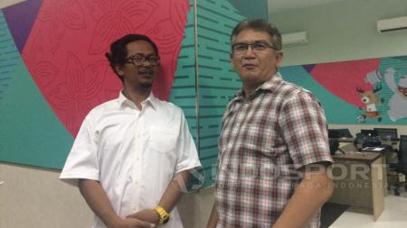 Heru Joko (bobotoh) dan Ferry Indrasjarief, ketua Jakmania.