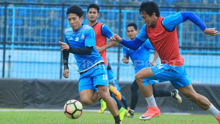 Ahmad Bustomi dan Arif Suyono, dipastikan bertahan di Arema FC. Copyright: Ian Setiawan/INDOSPORT