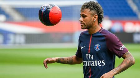 Neymar diperkenalkan PSG. - INDOSPORT