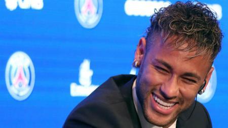 Neymar dalam konferensi pers di PSG. - INDOSPORT
