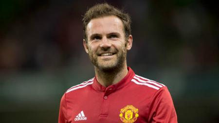 Gelandang Manchester United, Juan Mata, tampaknya tengah ancang-ancang untuk gantung sepatu beberapa tahun kedepan dan melanjutkan karier sebagai pelatih sepak bola. - INDOSPORT