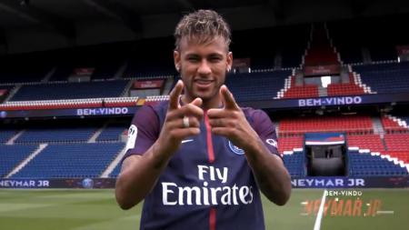 Neymar kini telah menjadi pemain baru Paris Saint-Germain. - INDOSPORT
