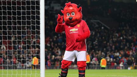 Fred the Red, maskut lucu Manchester United yang ikut mengejek fans Leeds United saat laga pramusim di Australia. - INDOSPORT