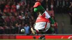 Indosport - Keputusan Arsenal memecat Gunnersaurus usai 27 tahun mengabdi dimanfaatkan klub LaLiga Spanyol, Sevilla, untuk membajak maskot berbentuk dinosaurus itu.