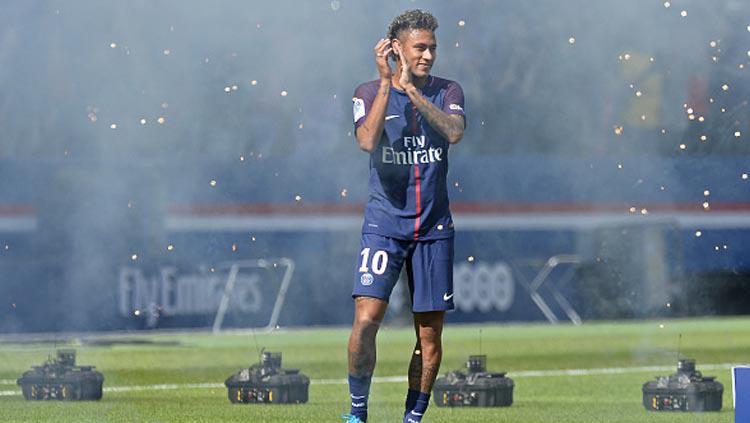 Kemeriahan Neymar disambut dengan meriah di Stadion Parc des Princes. Copyright: INDOSPORT