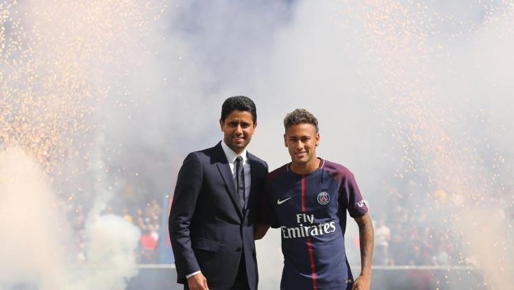 Presiden PSG, Nasser Al-Khelaifi dan pemain barunya Neymar. Copyright: Getty Images