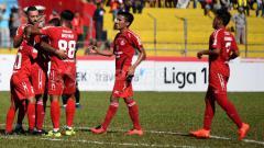 Indosport - Selebrasi pemain Semen Padang.