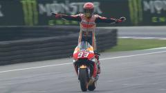Indosport - Marc Marquez menjadi juara di MotoGP Jerman 2018.