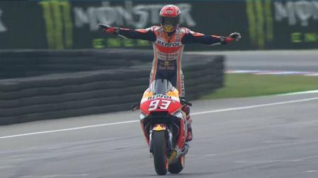 Selebrasi Marc Marquez ketika berhasil menjuarai GP Ceko, 2017. - INDOSPORT