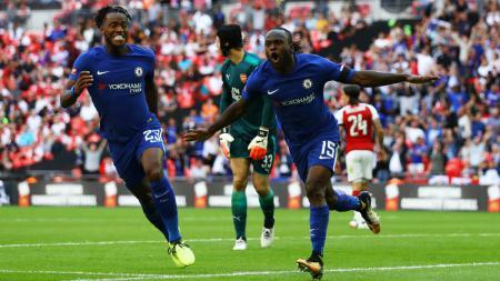 Victor Moses merayakan golnya ke gawang Petr Cech. - INDOSPORT