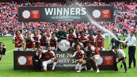 Pemain Arsenal tengah melakukkan selebrasi sebagai juara Community Shield 2017. - INDOSPORT
