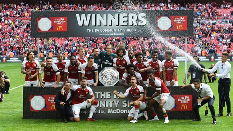 Pemain Arsenal tengah melakukkan selebrasi sebagai juara Community Shield 2017. Copyright: INDOSPORT