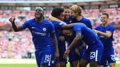 Indosport - Raksasa Serie A Liga Italia, Inter Milan, dikabarkan sedang dalam posisi unggul untuk bisa mendapatkan pemain yang bakal dibuang Chelsea, Victor Moses (kiri).