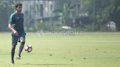Indosport - Luis Milla saat memimpin latihan Timnas U-22.